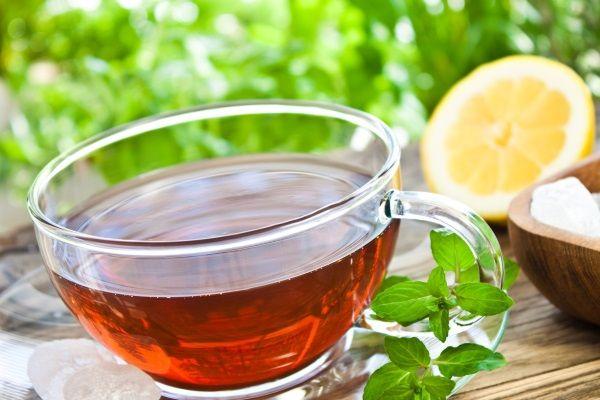 чай с соцветиями ромашки