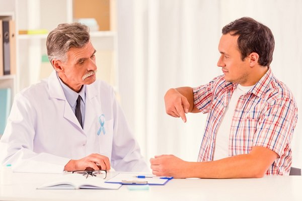 врач подбирает лечение