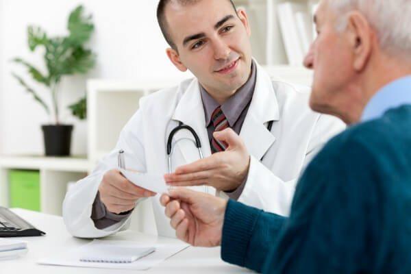 врач ставит диагноз